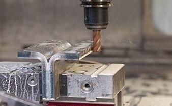 CNC-Zerspanung mit Fräsen und Drehen von der Dietrich GmbH