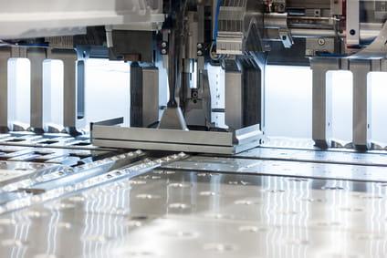 CNC-Abkanten für winkelgenaue Bauteile