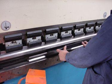 CNC-Abkanten bei der Loessl Maschinenbau