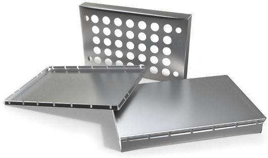 Verschiedene Blechteile aus Aluminium, Edelstahl und Stahl in der Ansicht