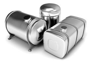 Verschiedene Behälter aus Aluminium für die Aufbewahrung von Flüssigkeiten